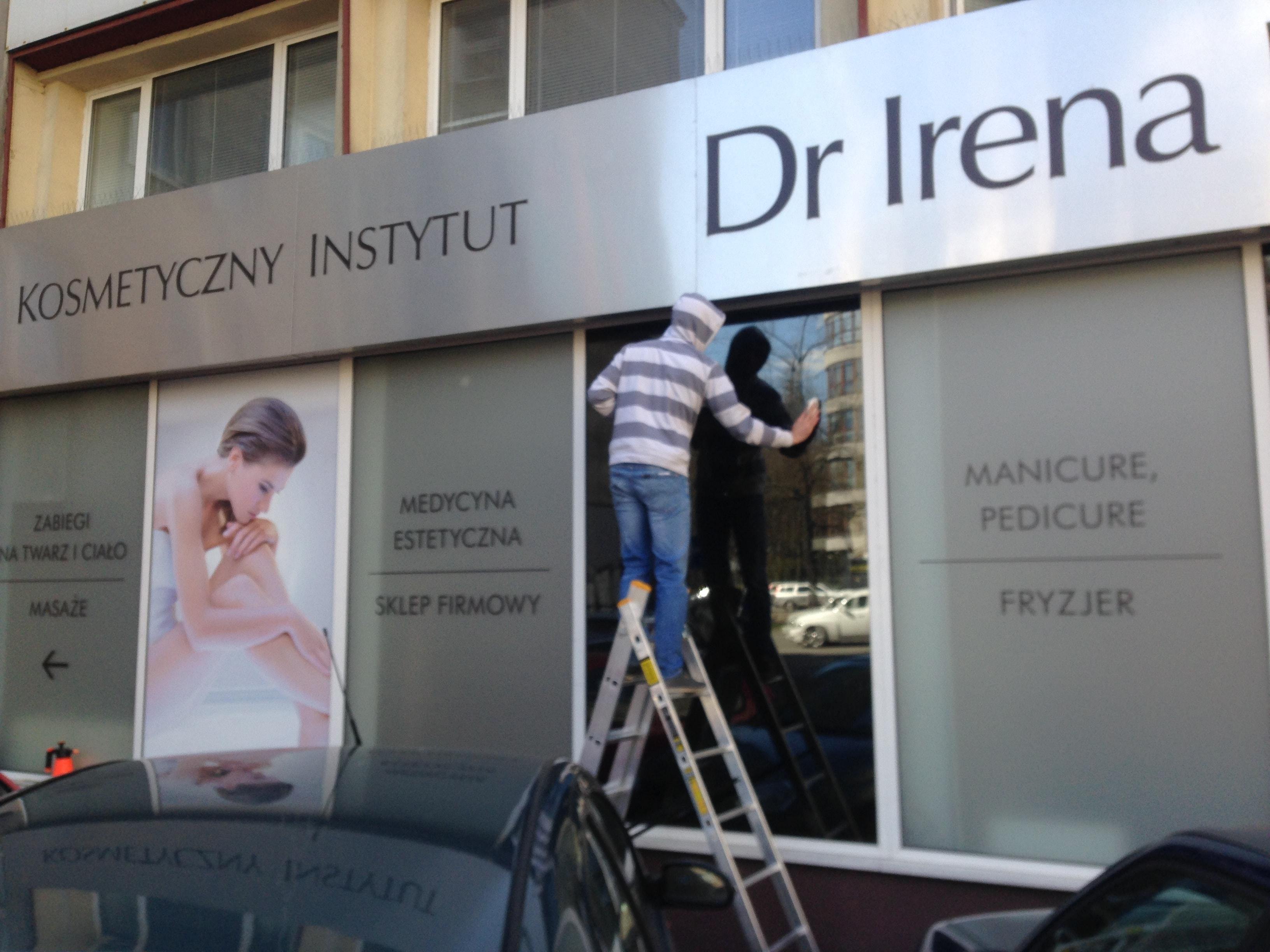 Oklejenie witryn salonu kosmetycznego