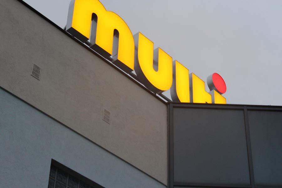 Logo przestrzenne na budynku