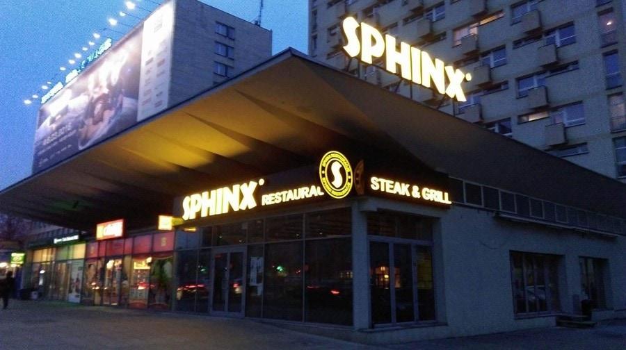 oznakowanie restauracji literami przestrzennymi