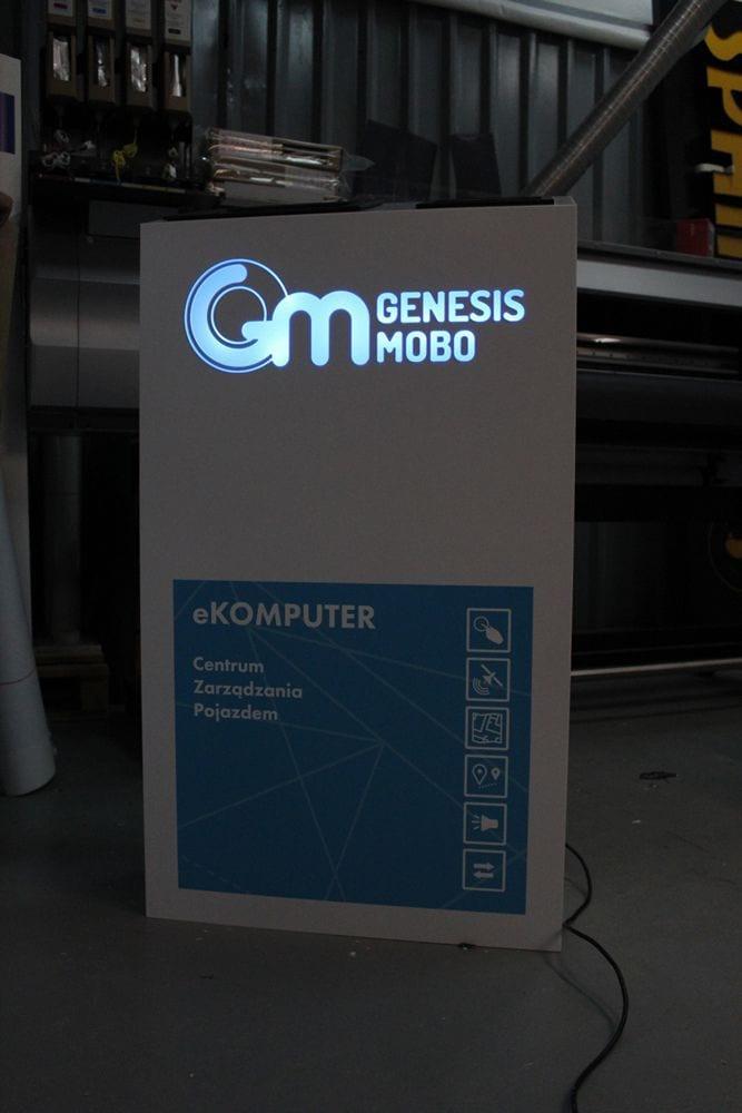 Stand reklamowy w formie podświetlanej trybunki
