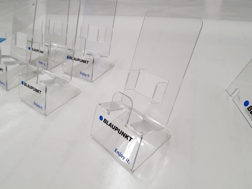 Stojaki z pleksy do ekspozycji produktów