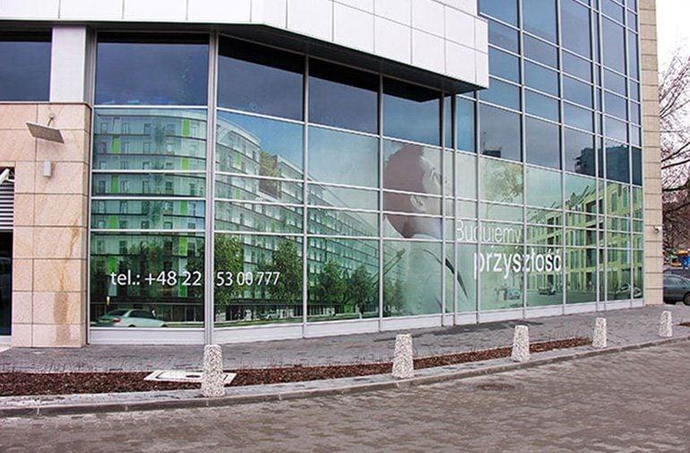 Oklejanie szyb folią - okna biura Warszawa