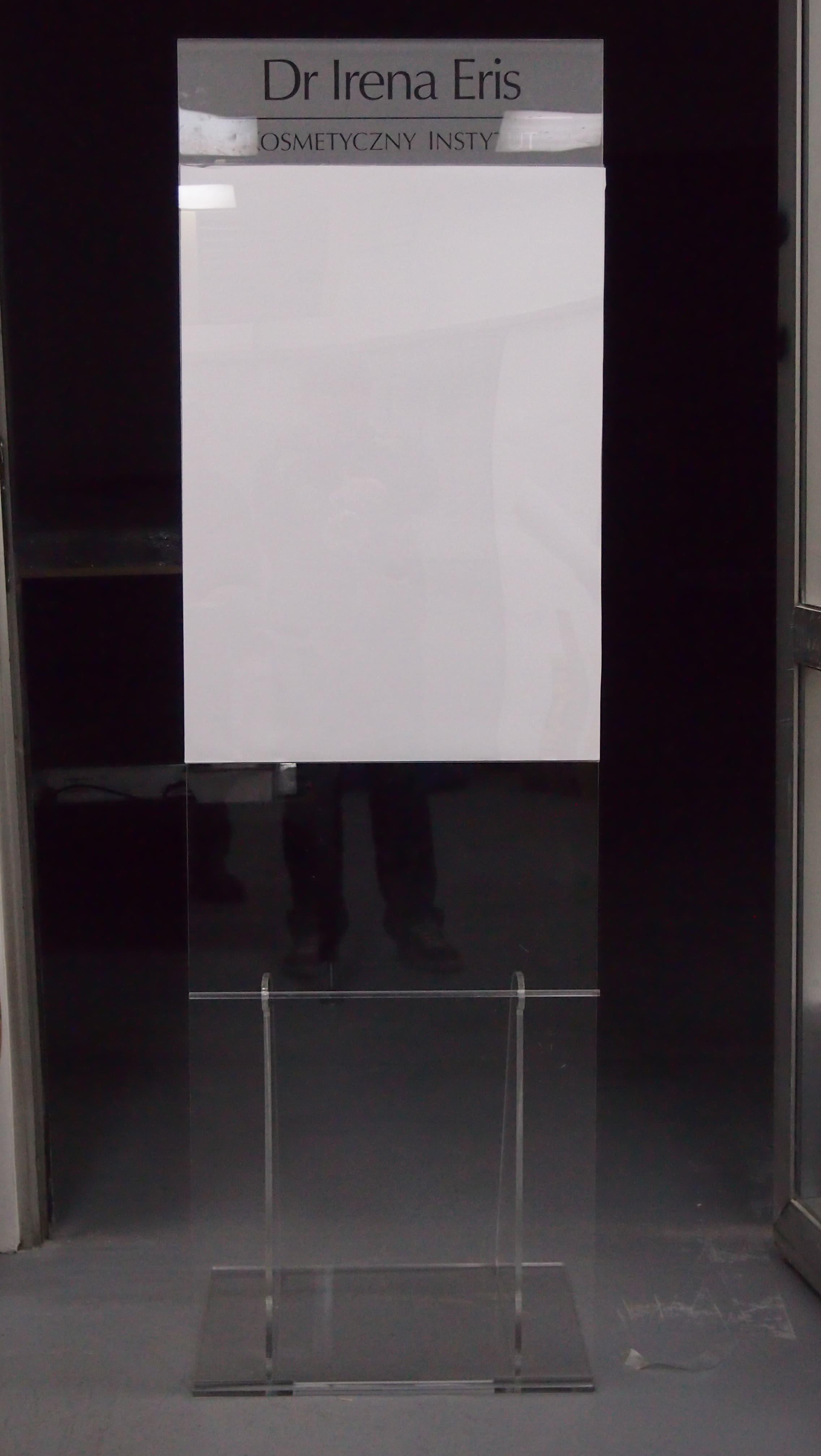 Stand plakatowy z pleksy