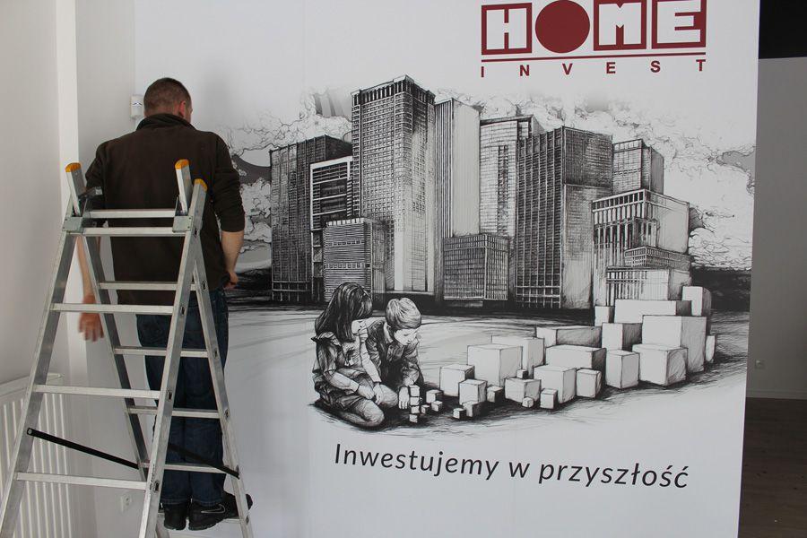 Tapeta na ścianie w biurze firmy w Warszawie.