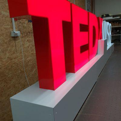 Litery przestrzenne podświetlane LED