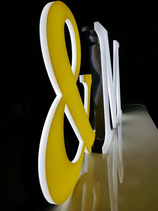 logo z grubej pleksy